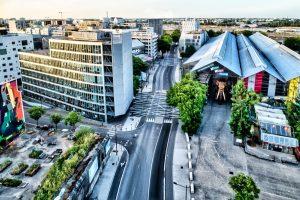 Boulevard Léon Bureau à Nantes, dit le boulevard de l'éléphant. Sur cette prise de vue, on comprend bien pourquoi.