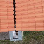 La structure porteuse s'est affaissée. Il est donc impossible car trop risqué d'accéder en toiture. Le drone ou la nacelle sont donc les meilleures solutions pour inspecter cette toiture.