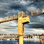 La fameuse grue Jaune de Nantes. Erigée comme un symbole de son passé industriel, la grue Titan Jaune domine la Loire et illumine les quais de Nantes