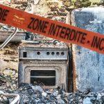 Il a fait chaud. Le thermostat est monté. Le drone permet lors d'une inspection d'accéder dans les lieux même amiantés sans risquer de vie humaine ou d'éventuelles contaminations. Sur cette photo d'un intérieur ravagé par les flammes, le drone permet des constations et évaluations des dégâts par des sociétés d'assurance. L'étage s'est effondré, les poutres sont calcinées. Il faut reconstruire.