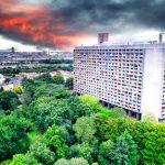 Concours de hauteur entre La Maison radieuse à Rezé en périphérie de Nantes et la tour de Bretagne. Un ensemble construit dans les années 1950 et que l'on dit au célèbre le Corbusier. Tout un concept avec son école sur le toit.