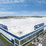 Prise de vue de la toiture de l'usine Scania à Angers. Plusieurs dizaines de milliers de m2 d'étanchéité PVC et plus d'un millier de lanterneaux. Impressionnant.
